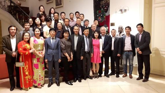 Hội người Việt Nam tại Séc thăm ĐSQVN và Tổng hội người Việt Nam tại Bỉ