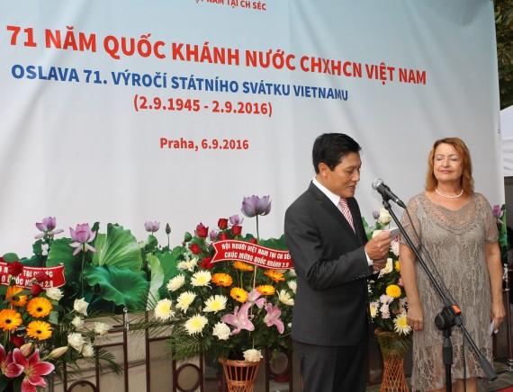 Đại sứ Việt Nam tại Séc Trương Mạnh Sơn phát biểu tại Lễ kỷ niệm.