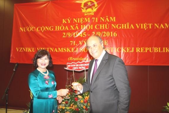 Cùng nâng cốc chúc mừng  71 năm Quốc khánh Việt Nam
