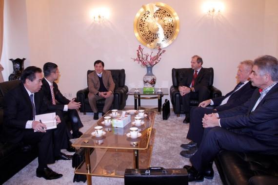 Đại sứ Trương Mạnh Sơn làm việc với Hiệp hội các nhà quản lý Séc